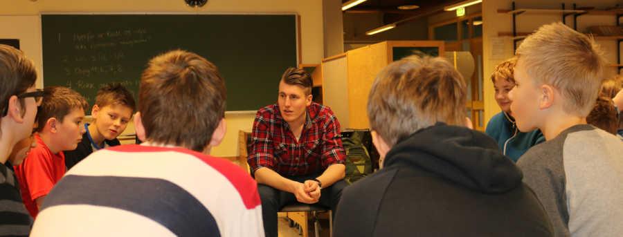 Student Åsmund får prøvd seg som klasseleder en hele uke.  Foto: Tore Mydland