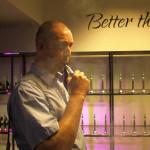 Etter 22 år som røyker, er Vedbjørn Berge gått helt over til e-sigaretter. Foto: AK Danielsen