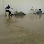 Jorann Abusland måler og registrerer sprengkabler og er dermed med på å dokumentere utslippet. Foto: AK Danielsen