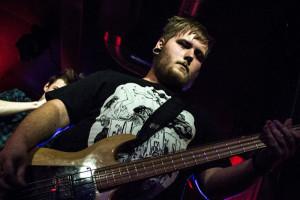 Sånn ser Bendik Hildebrand ut som rocke-bassist og musikkentusiast.