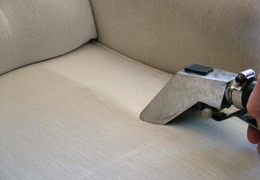 Våtrens av møbler er å foretrekke