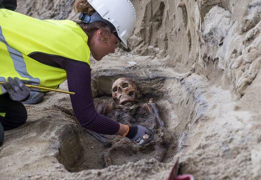 Se bilder fra utgravningene på torvet
