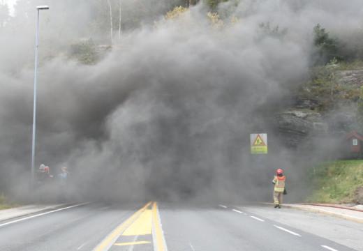 Se bildene fra brannøvelsen i Flekkerøytunnelen